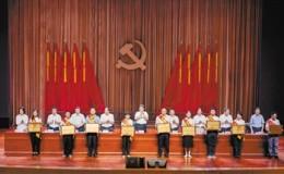 郑建荣获渝中区优秀共产党员称号