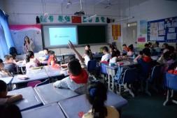 巴渝公益走进珊瑚实验小学开展环保主题班会