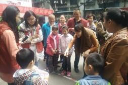 进城务工活动人员亲子趣味运动会在七星岗街道归元寺社区举行