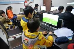 巴渝公益走进七星岗街道金汤街社区开展微软社区青年中心活动