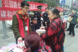 环保法制宣传活动走进解放碑协信广场
